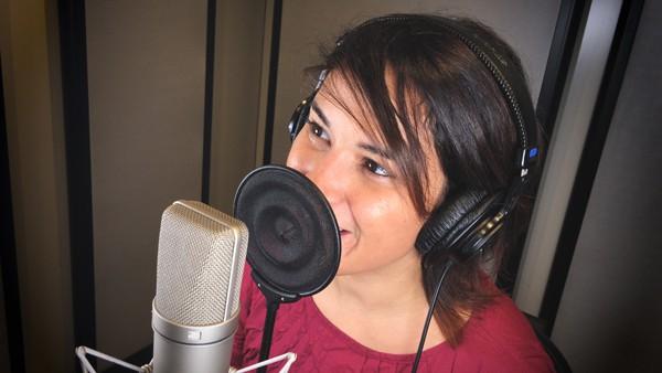 Speaker-Female-chi-siamo